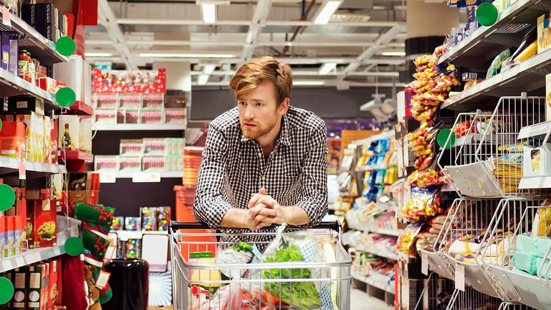 Informato e alla ricerca del prezzo più basso: il ritratto del consumatore italiano standard